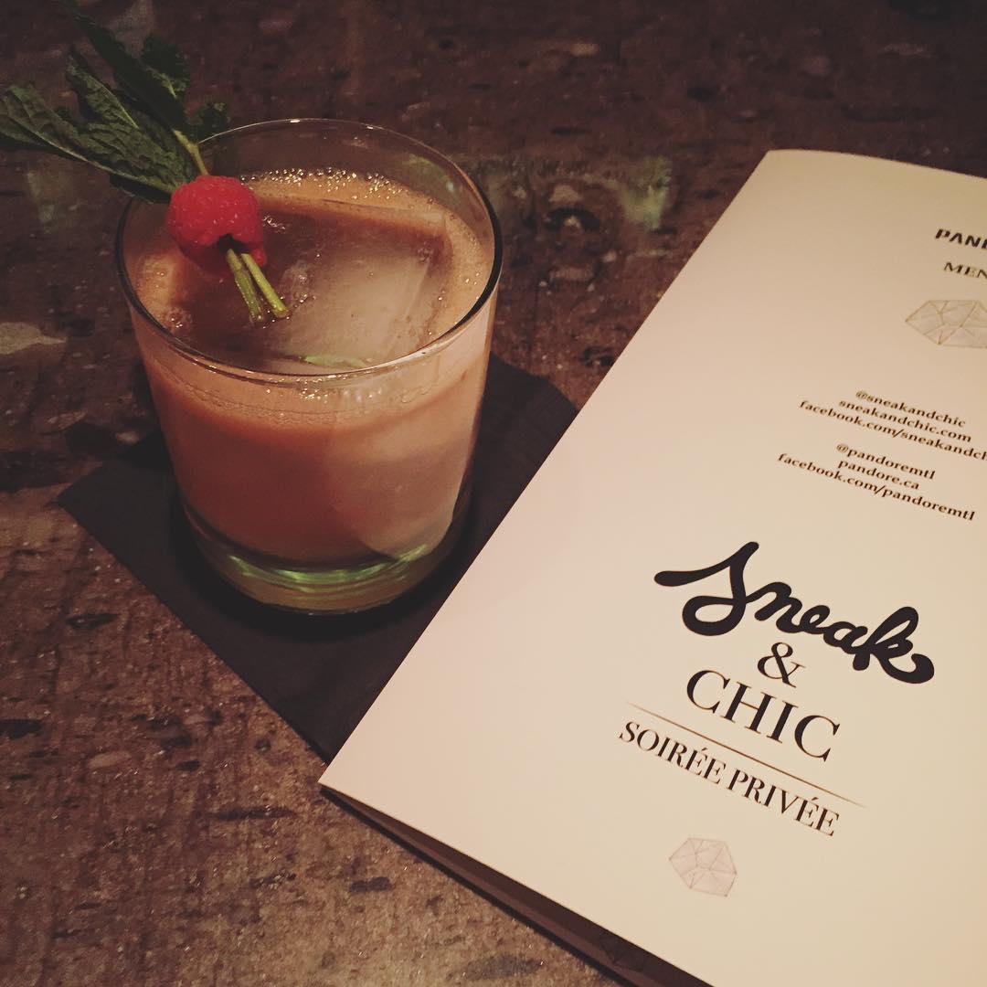 Fun kick off du week-end au @pandoremtl, tous les vendredi c'est soirée @sneakandchic! On trinque avec un cocktail 007 framboise et gingembre #sneakandchic