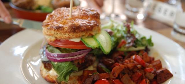 Brunch - Hachoir : burger et tartare pour le petit-déjeuner!