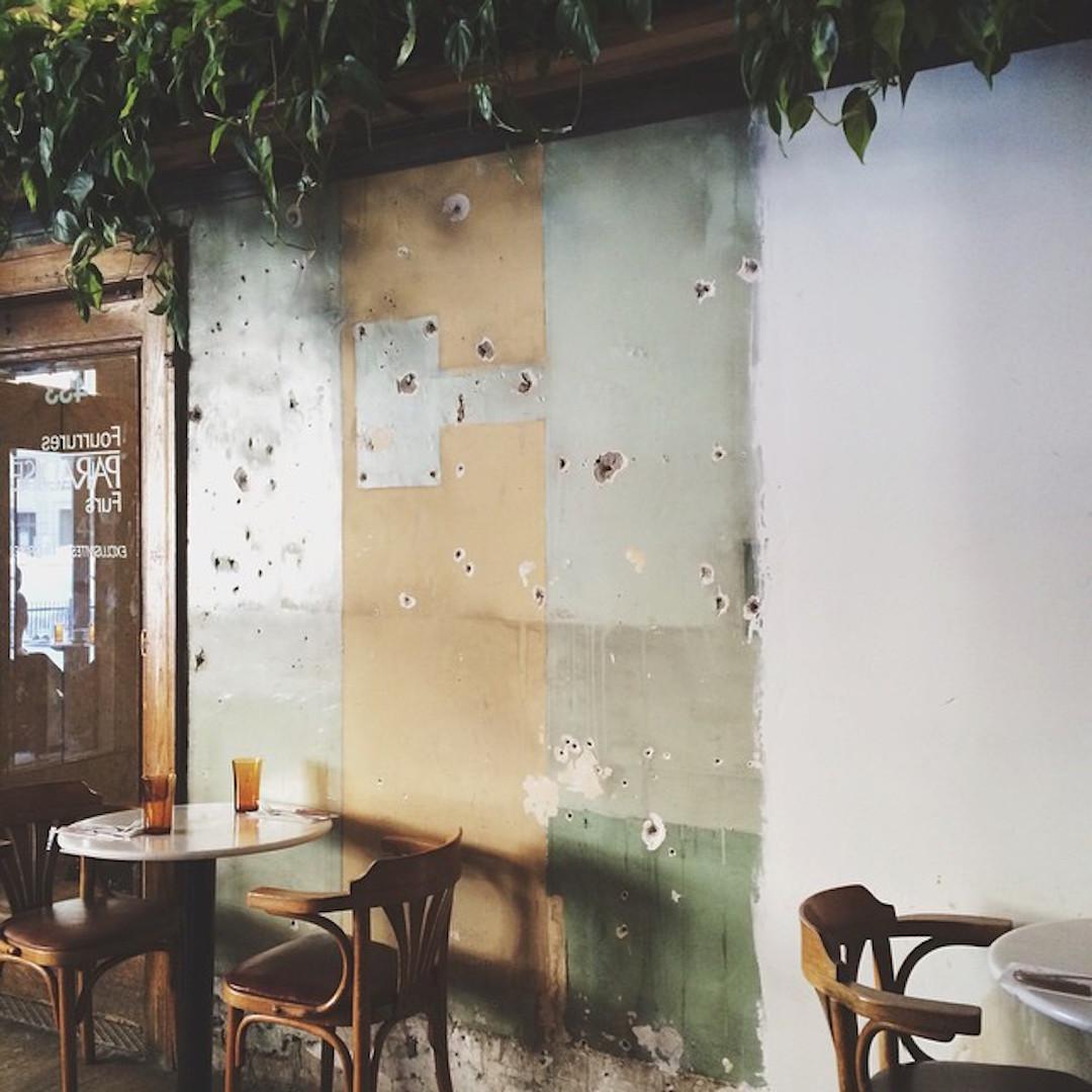 cafe_parvis_querelles_01