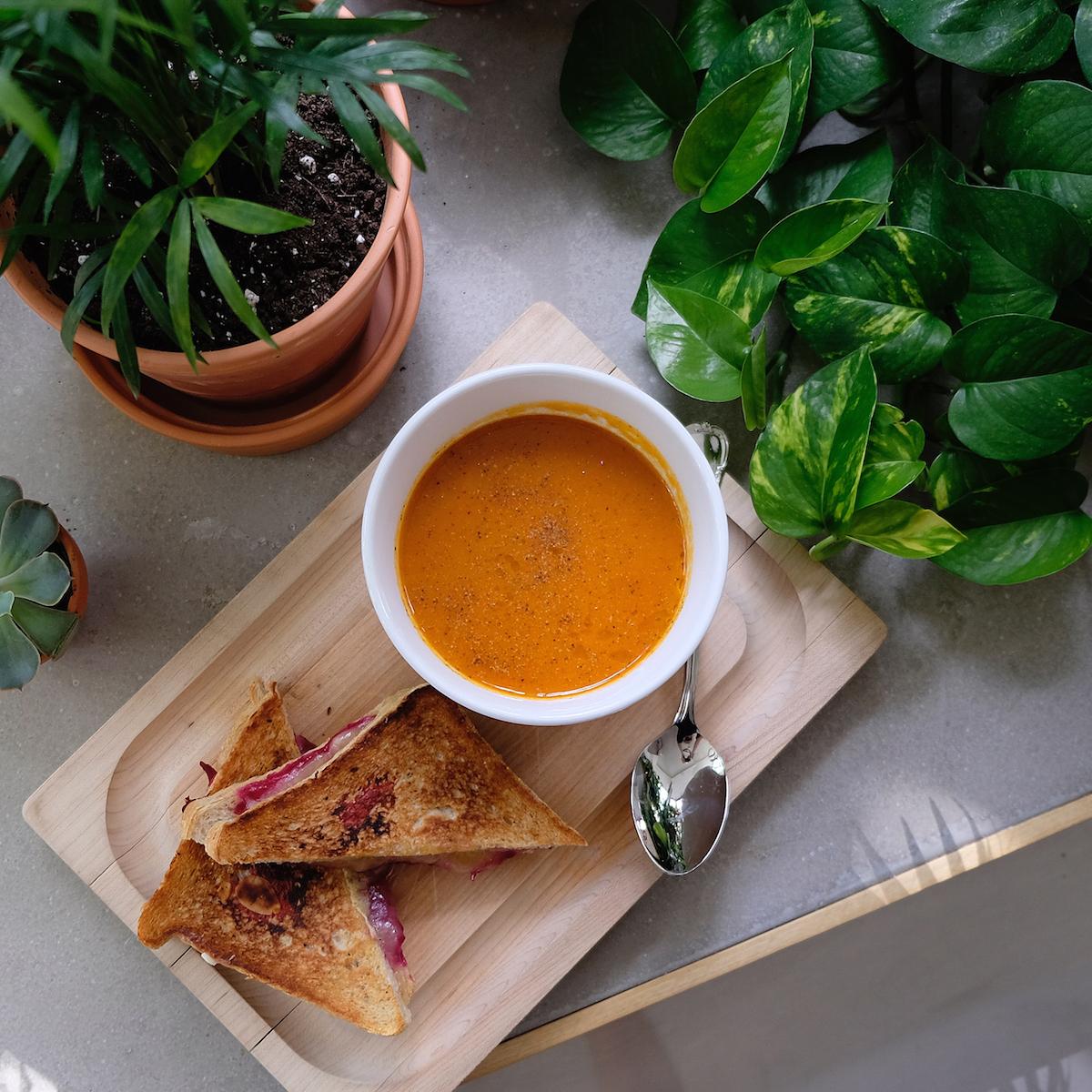 cefe_spoon_crescent_soupe_querelles