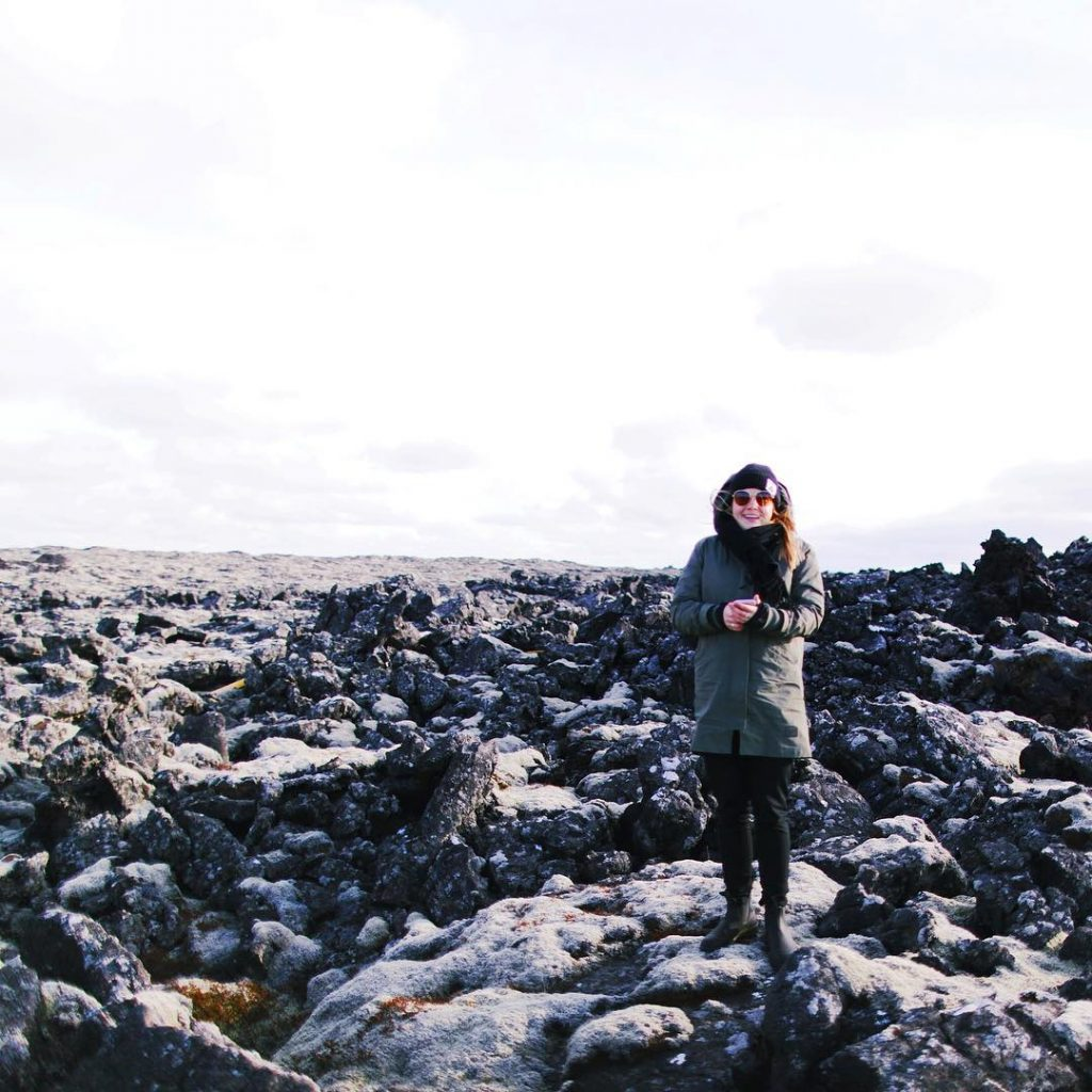 LIslande et ses champs de lave coiffs de lichen tellementhellip