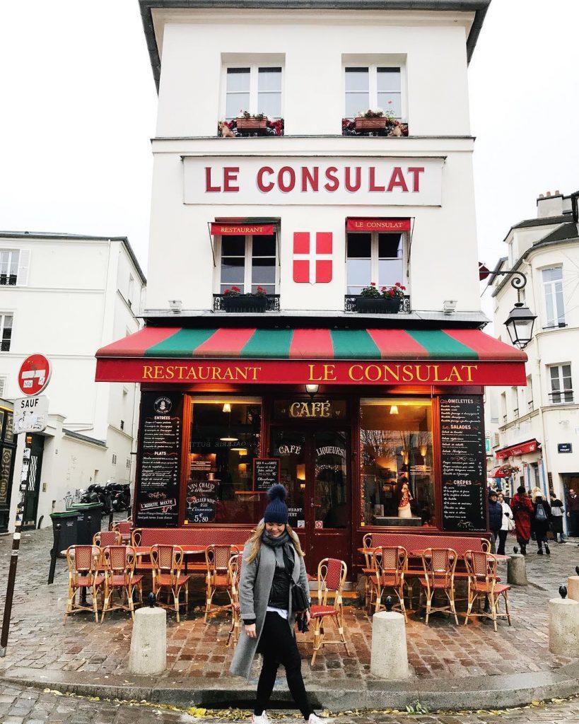 Malgr la grisaille parisienne Montmartre a les joue toute rougehellip